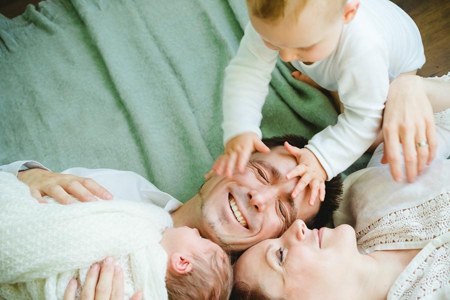 fotografin-newbornshooting-neugeborenes-babyshooting-babyfotos-schwangerschaftsshooting-aachen-herzogenrath-uebach-palenberg-geilenkirchen-koeln-duesseldorf-heinsberg-nrw-blog_027